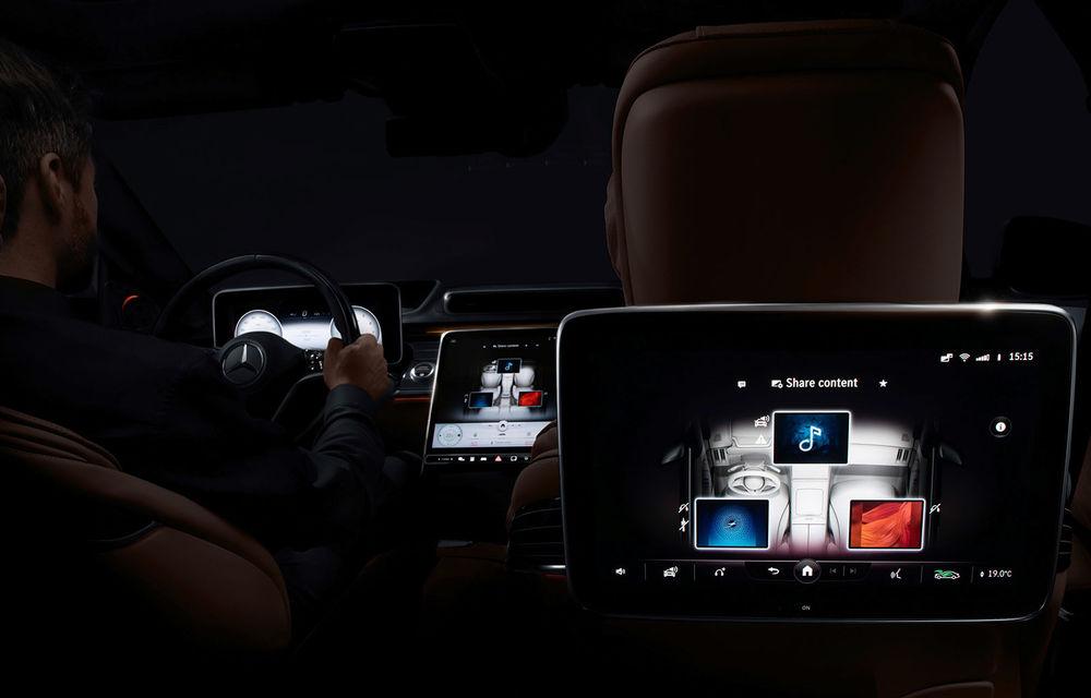 Primele imagini cu interiorul viitorului Mercedes-Benz Clasa S: vârful de gamă va putea fi comandat cu 5 ecrane și va avea instrumentar de bord 3D - Poza 1