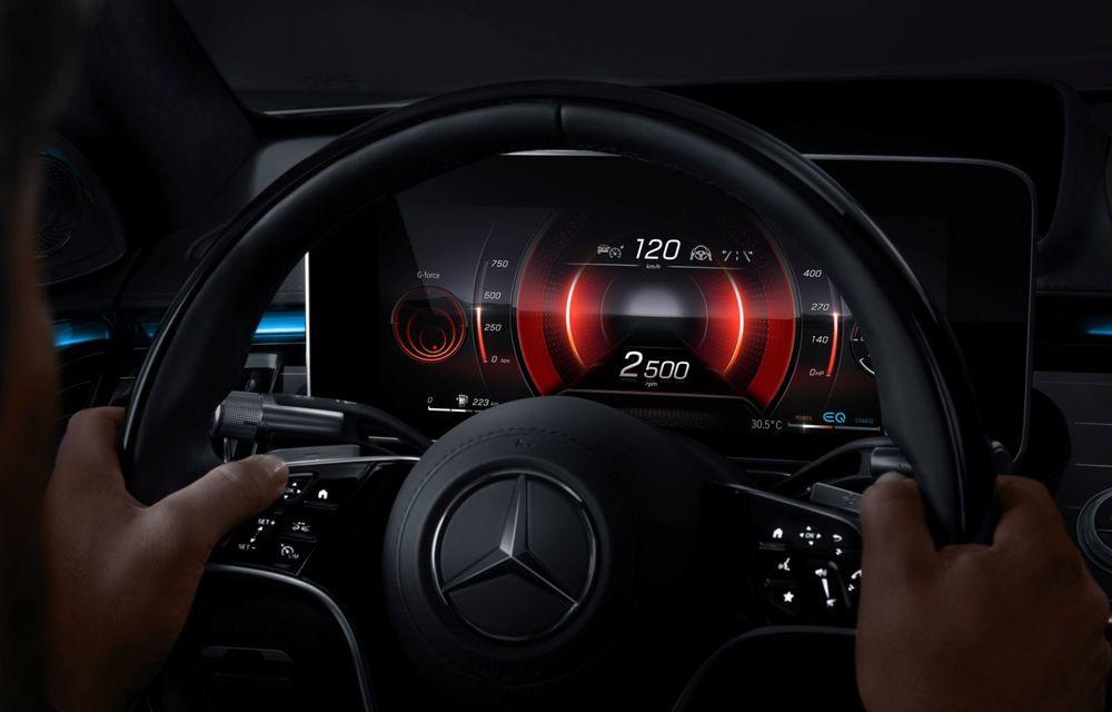 Primele imagini cu interiorul viitorului Mercedes-Benz Clasa S: vârful de gamă va putea fi comandat cu 5 ecrane și va avea instrumentar de bord 3D - Poza 8