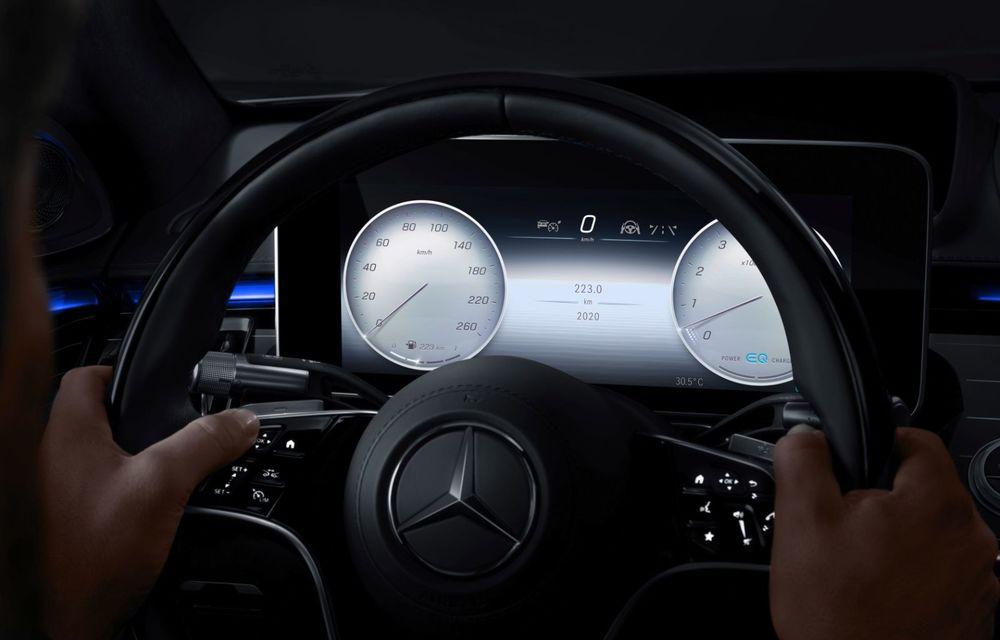 Primele imagini cu interiorul viitorului Mercedes-Benz Clasa S: vârful de gamă va putea fi comandat cu 5 ecrane și va avea instrumentar de bord 3D - Poza 6