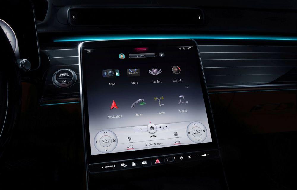 Primele imagini cu interiorul viitorului Mercedes-Benz Clasa S: vârful de gamă va putea fi comandat cu 5 ecrane și va avea instrumentar de bord 3D - Poza 2
