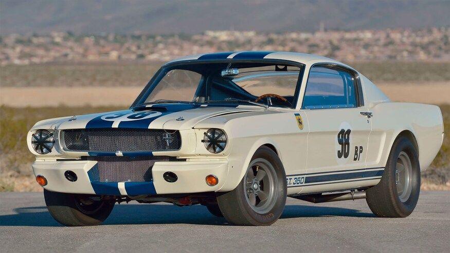 Cel mai scump Mustang din lume: Ford Shelby Mustang GT350R, vândut la licitație pentru 3.85 milioane de dolari - Poza 2