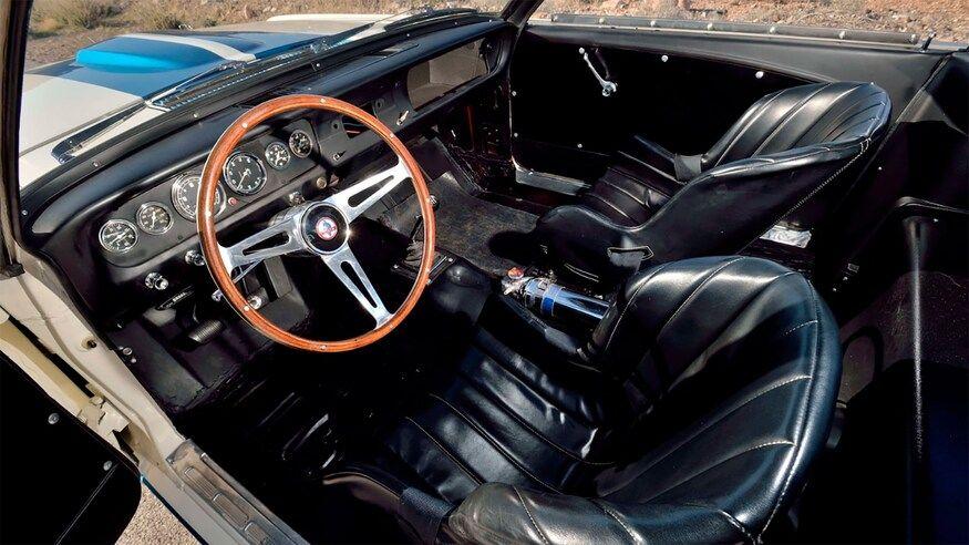 Cel mai scump Mustang din lume: Ford Shelby Mustang GT350R, vândut la licitație pentru 3.85 milioane de dolari - Poza 5