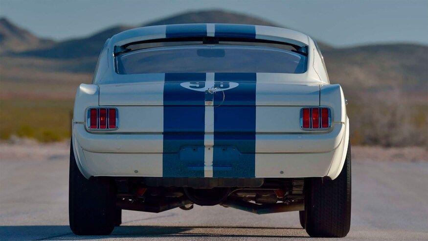 Cel mai scump Mustang din lume: Ford Shelby Mustang GT350R, vândut la licitație pentru 3.85 milioane de dolari - Poza 4