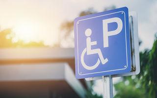 Amenda minimă pentru parcarea pe locurile rezervate persoanelor cu handicap se dublează din 25 iulie la 2.000 de lei