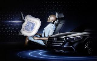 Noua generație Mercedes-Benz Clasa S va fi primul model cu airbag-uri care vor proteja pasagerii din spate în cazul accidentelor frontale