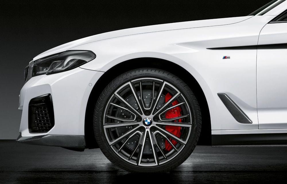 BMW lansează gama de accesorii M Performance pentru Seria 5 și M5 facelift: elemente de caroserie din fibră de carbon și noutăți pentru interior - Poza 16