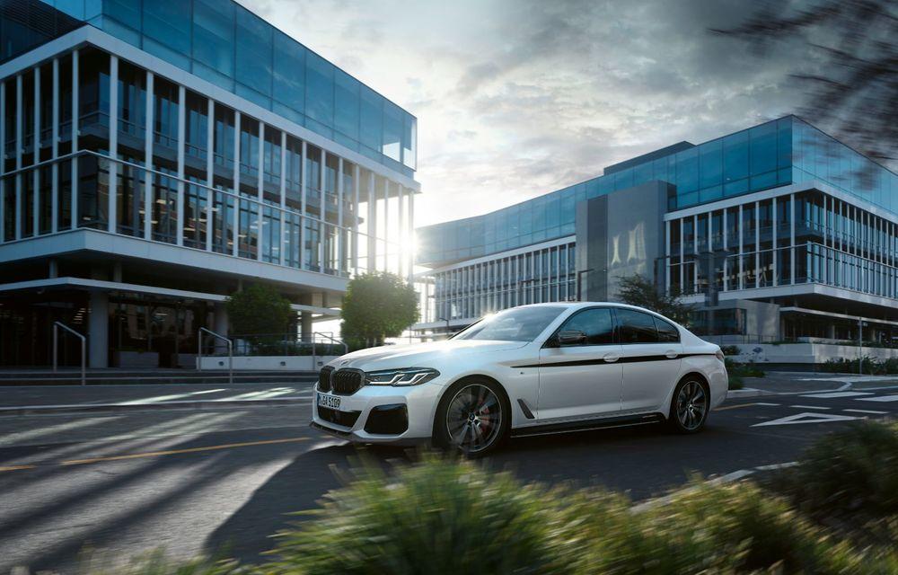 BMW lansează gama de accesorii M Performance pentru Seria 5 și M5 facelift: elemente de caroserie din fibră de carbon și noutăți pentru interior - Poza 2