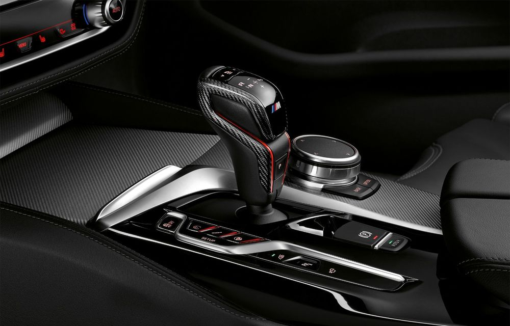 BMW lansează gama de accesorii M Performance pentru Seria 5 și M5 facelift: elemente de caroserie din fibră de carbon și noutăți pentru interior - Poza 51