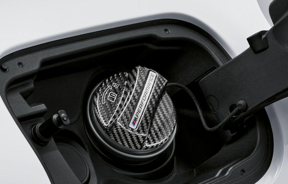 BMW lansează gama de accesorii M Performance pentru Seria 5 și M5 facelift: elemente de caroserie din fibră de carbon și noutăți pentru interior - Poza 54