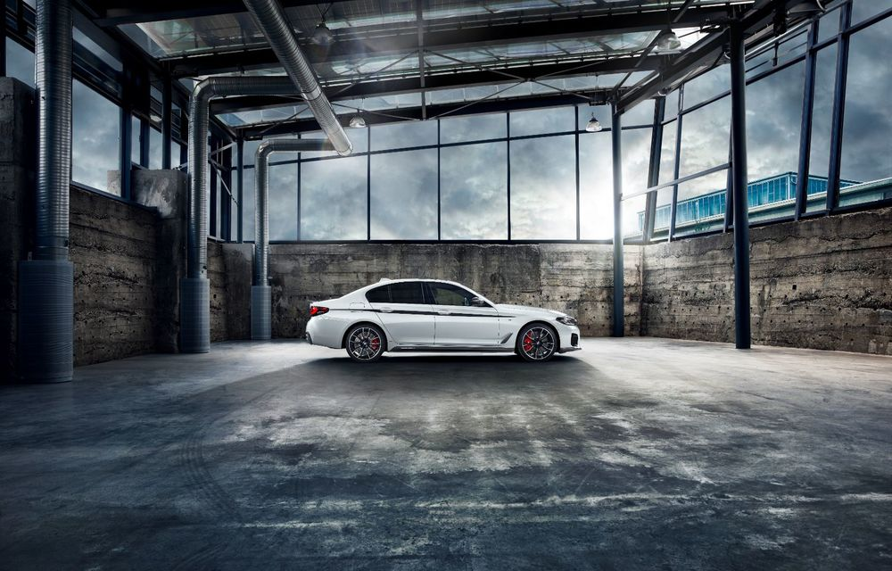 BMW lansează gama de accesorii M Performance pentru Seria 5 și M5 facelift: elemente de caroserie din fibră de carbon și noutăți pentru interior - Poza 4