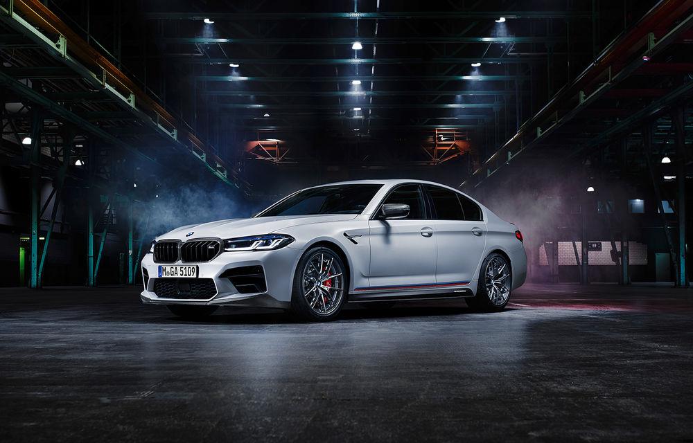 BMW lansează gama de accesorii M Performance pentru Seria 5 și M5 facelift: elemente de caroserie din fibră de carbon și noutăți pentru interior - Poza 1