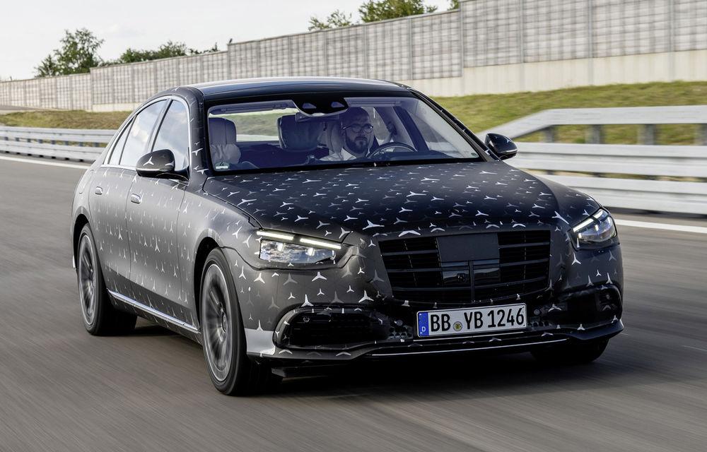 Primele imagini camuflate cu noua generație Mercedes-Benz Clasa S: modelul va avea suspensie activă, direcție integrală și numeroase sisteme de asistență - Poza 3