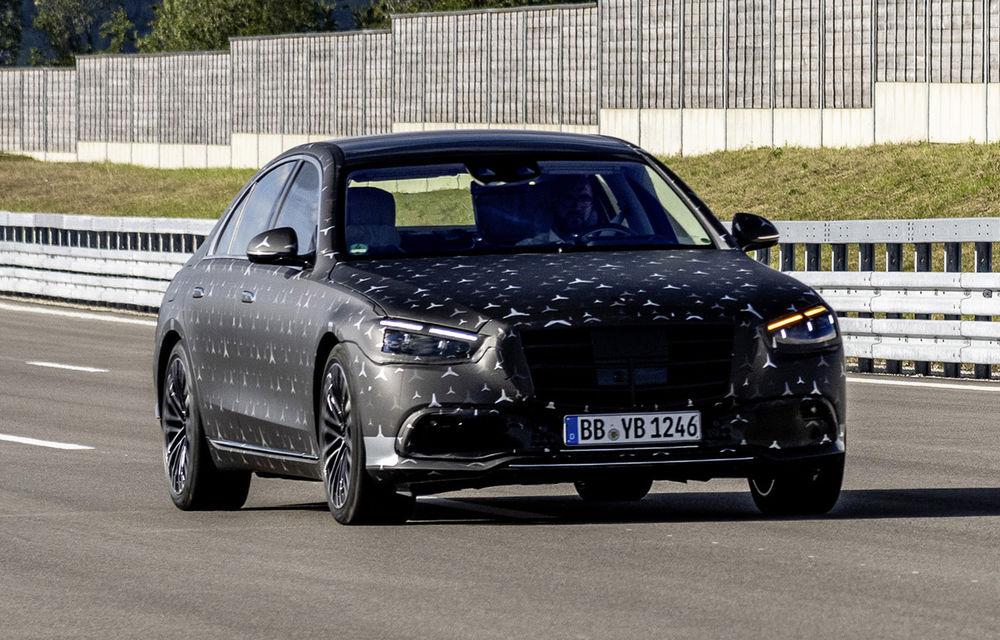 Primele imagini camuflate cu noua generație Mercedes-Benz Clasa S: modelul va avea suspensie activă, direcție integrală și numeroase sisteme de asistență - Poza 5