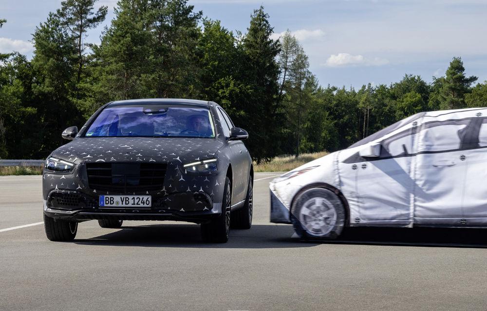 Primele imagini camuflate cu noua generație Mercedes-Benz Clasa S: modelul va avea suspensie activă, direcție integrală și numeroase sisteme de asistență - Poza 17