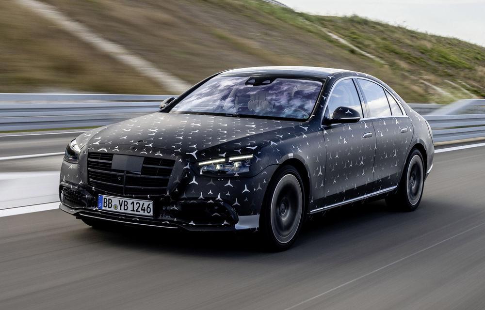 Primele imagini camuflate cu noua generație Mercedes-Benz Clasa S: modelul va avea suspensie activă, direcție integrală și numeroase sisteme de asistență - Poza 1
