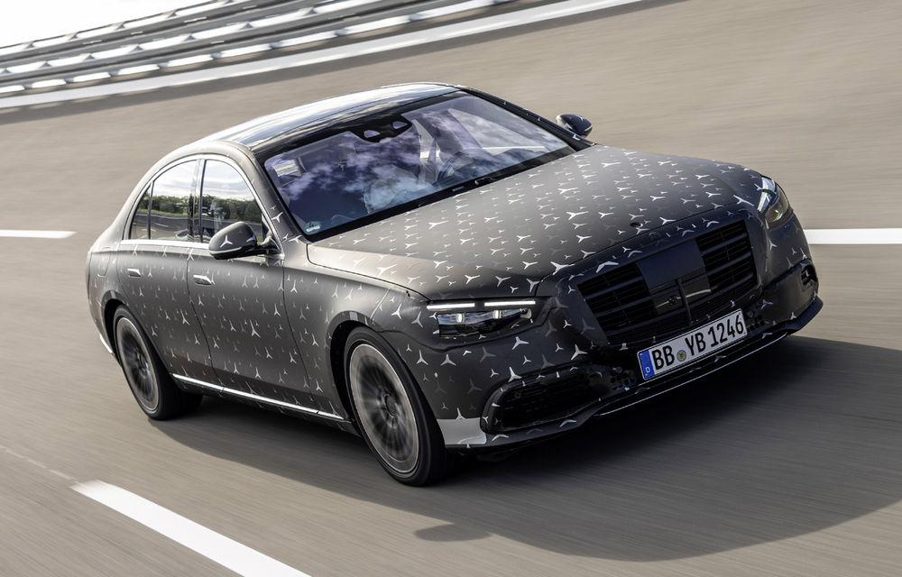 Primele imagini camuflate cu noua generație Mercedes-Benz Clasa S: modelul va avea suspensie activă, direcție integrală și numeroase sisteme de asistență - Poza 2