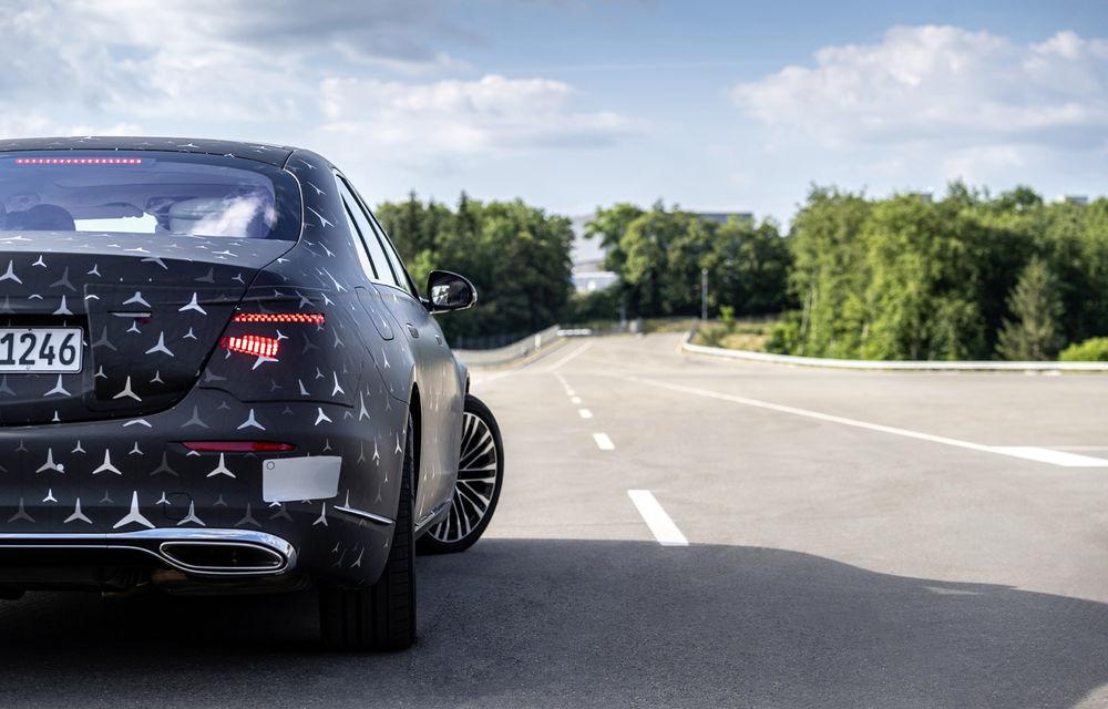 Primele imagini camuflate cu noua generație Mercedes-Benz Clasa S: modelul va avea suspensie activă, direcție integrală și numeroase sisteme de asistență - Poza 8
