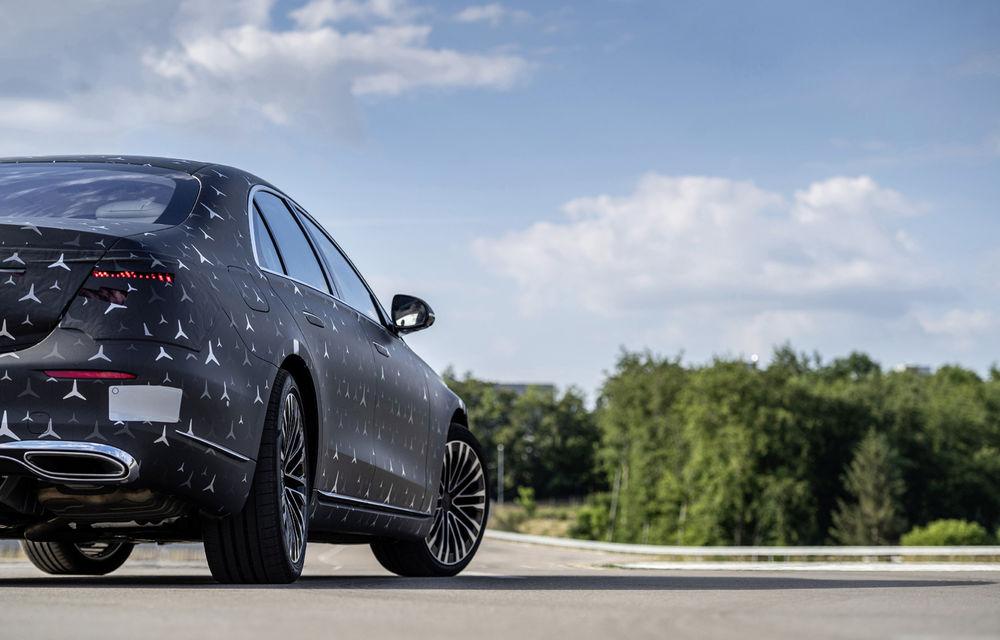 Primele imagini camuflate cu noua generație Mercedes-Benz Clasa S: modelul va avea suspensie activă, direcție integrală și numeroase sisteme de asistență - Poza 9