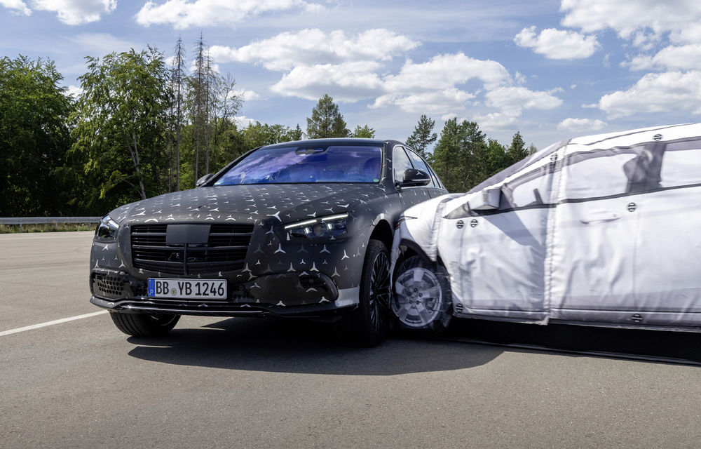 Primele imagini camuflate cu noua generație Mercedes-Benz Clasa S: modelul va avea suspensie activă, direcție integrală și numeroase sisteme de asistență - Poza 18