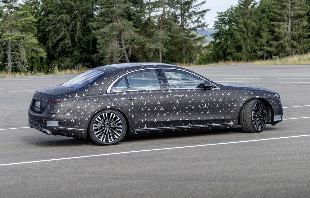 Primele imagini camuflate cu noua generație Mercedes-Benz Clasa S: modelul va avea suspensie activă, direcție integrală și numeroase sisteme de asistență - Poza 7