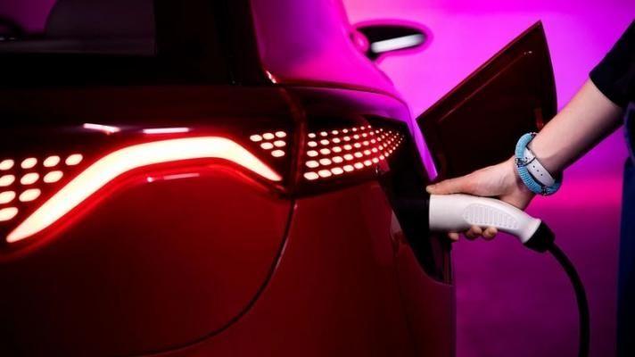 Primele imagini cu mașinile electrice Izera dezvoltate de Polonia: un hatchback și un SUV cu autonomie de până la 400 de kilometri - Poza 2