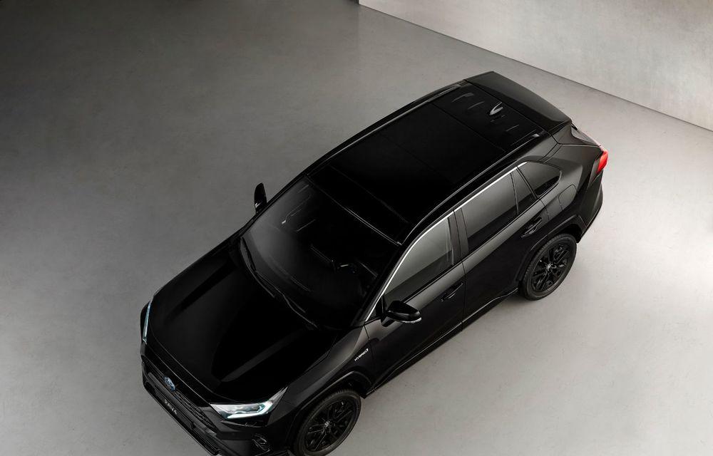 Toyota lansează RAV4 Hybrid Black Edition: versiune specială vopsită complet în negru - Poza 6