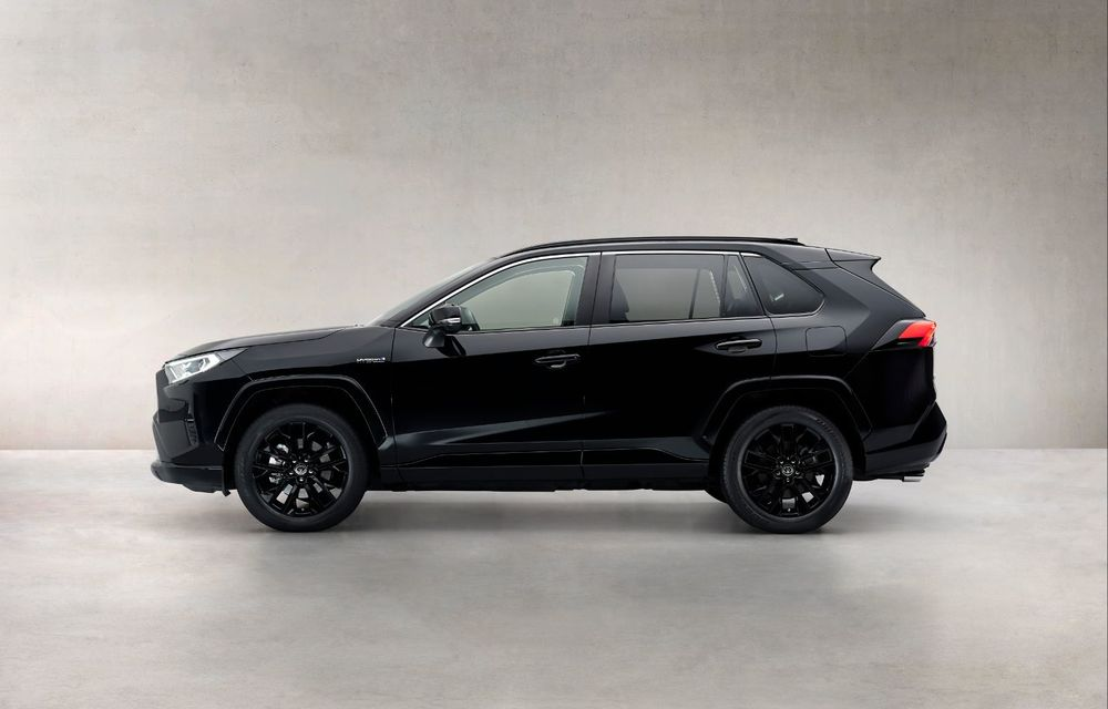 Toyota lansează RAV4 Hybrid Black Edition: versiune specială vopsită complet în negru - Poza 3