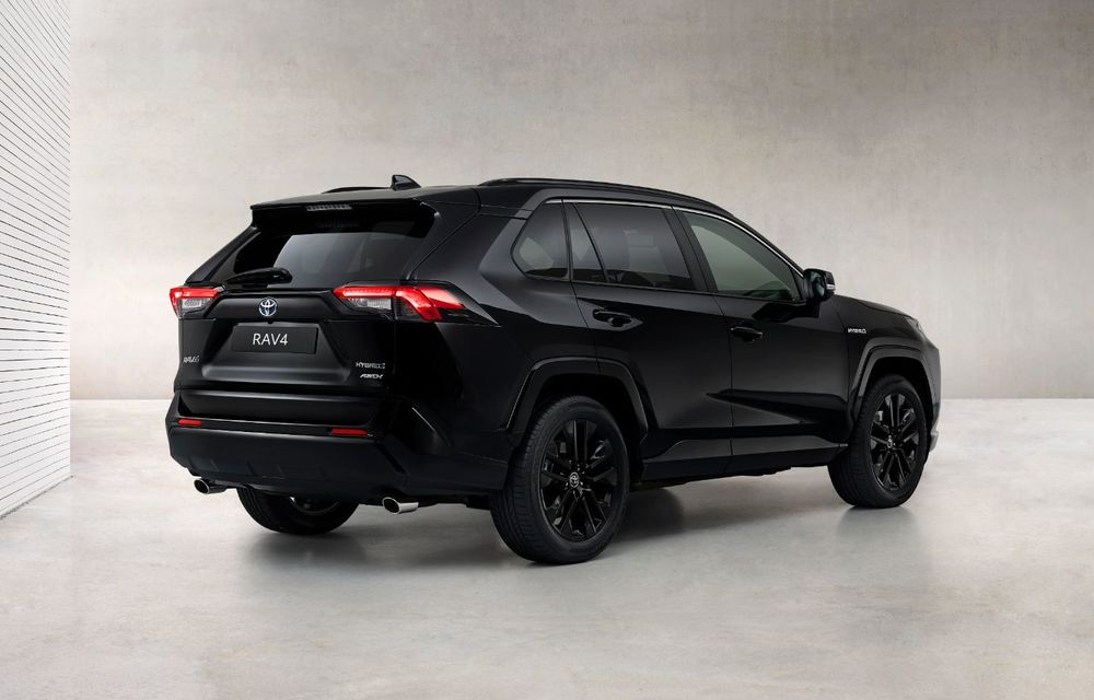 Toyota lansează RAV4 Hybrid Black Edition: versiune specială vopsită complet în negru - Poza 5