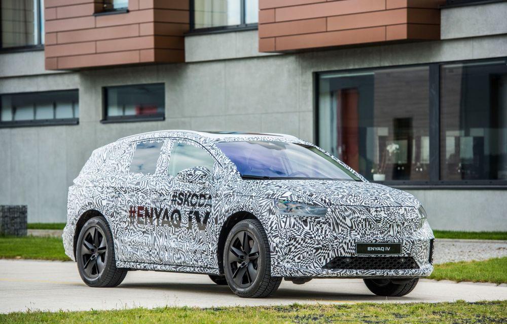 Skoda a publicat imagini camuflate cu viitorul Enyaq iV: SUV-ul electric a pozat alături de câteva modele istorice din gama cehilor - Poza 22