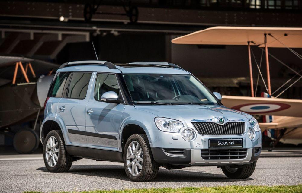 Skoda a publicat imagini camuflate cu viitorul Enyaq iV: SUV-ul electric a pozat alături de câteva modele istorice din gama cehilor - Poza 18