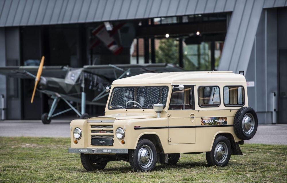 Skoda a publicat imagini camuflate cu viitorul Enyaq iV: SUV-ul electric a pozat alături de câteva modele istorice din gama cehilor - Poza 13
