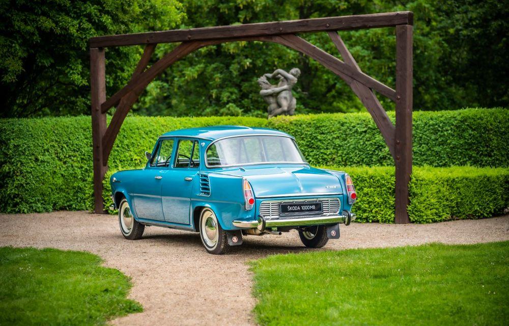 Skoda a publicat imagini camuflate cu viitorul Enyaq iV: SUV-ul electric a pozat alături de câteva modele istorice din gama cehilor - Poza 12