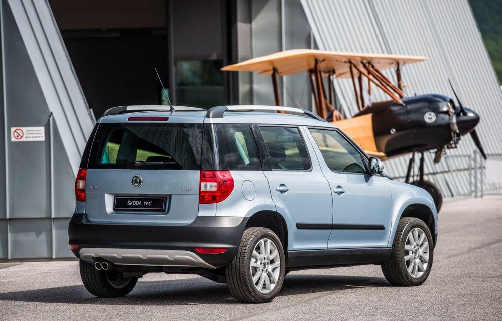 Skoda a publicat imagini camuflate cu viitorul Enyaq iV: SUV-ul electric a pozat alături de câteva modele istorice din gama cehilor - Poza 19
