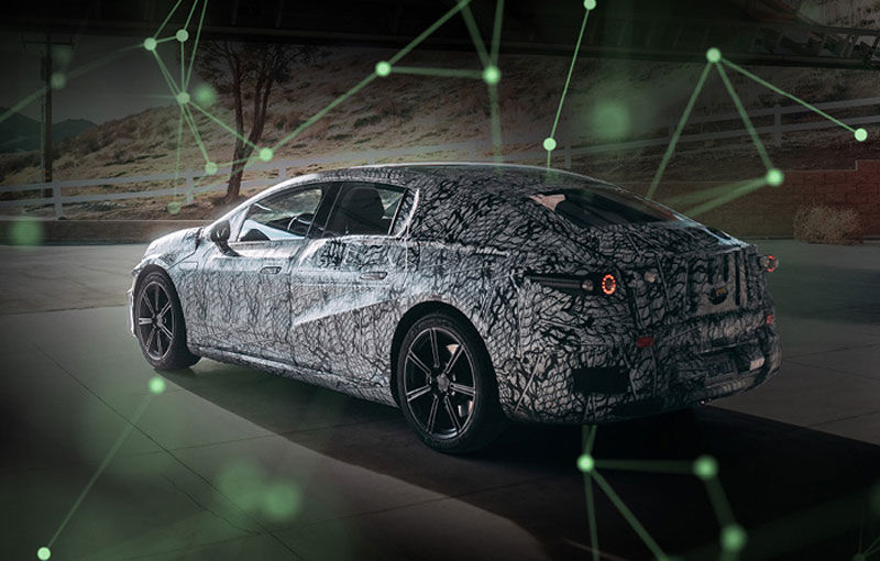 Prima imagine camuflată cu Mercedes-Benz EQS: sedanul electric va avea autonomie de 700 de kilometri și va utiliza baterii CATL - Poza 1