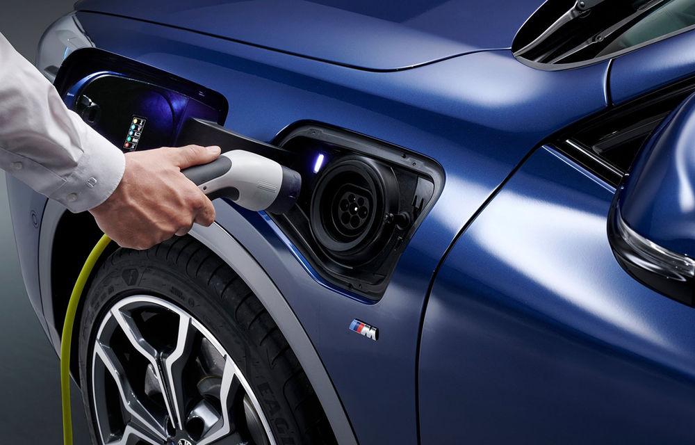 """BMW pune piciorul în prag și mașinile în priză: """"Nu ne interesează hibrizii clasici. Ne concentrăm pe hibrizi plug-in și pe mașini full-electrice"""" - Poza 1"""