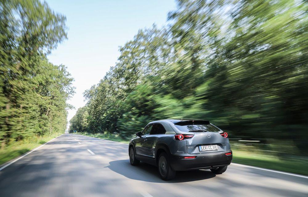 Întâlnire cu MX-30, prima electrică Mazda: autonomia de 200 de kilometri - între probleme de imagine, cifre oficiale și realități - Poza 3