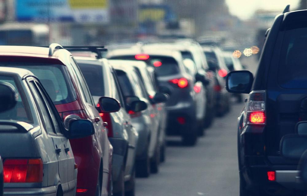 Studiu: șoferii care circulă cu geamurile deschise, cu 80% mai expuși la poluarea din orașe - Poza 1