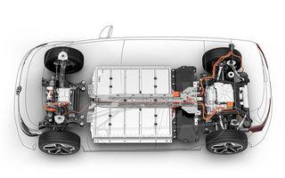 O nouă tehnologie pentru bateriile mașinilor electrice: acumulatorii, integrați în șasiu pentru a ocupa mai puțin spațiu