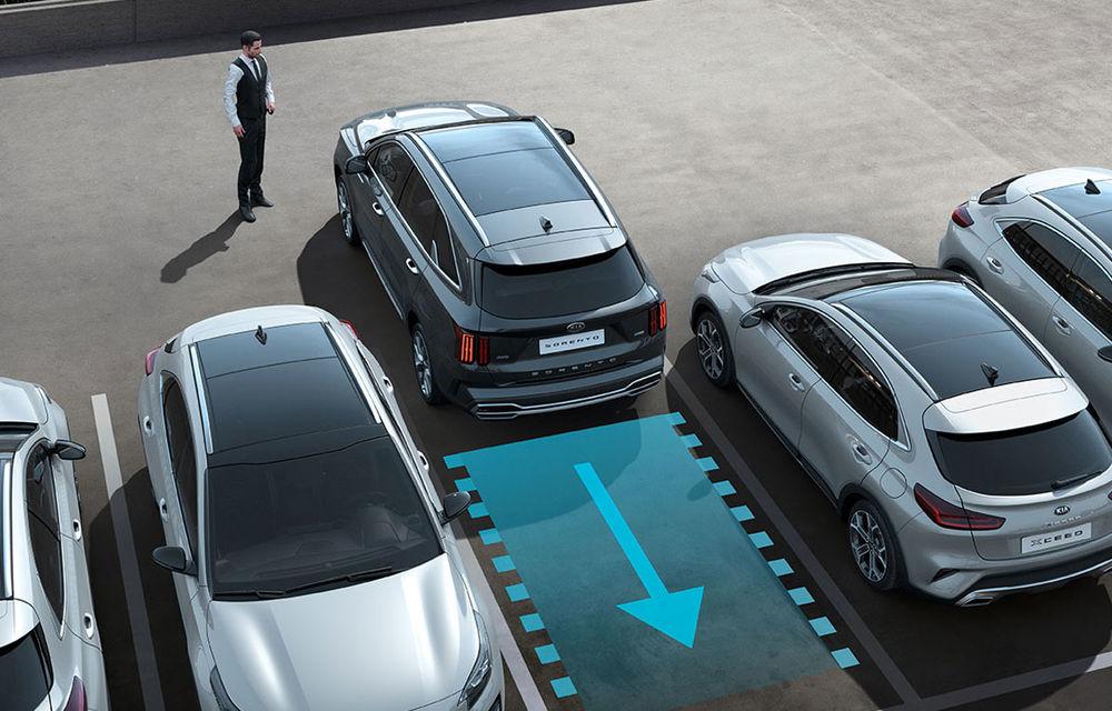 Noua generație Kia Sorento include un sistem de parcare autonomă: tehnologia, disponibilă doar pe versiunea diesel - Poza 1