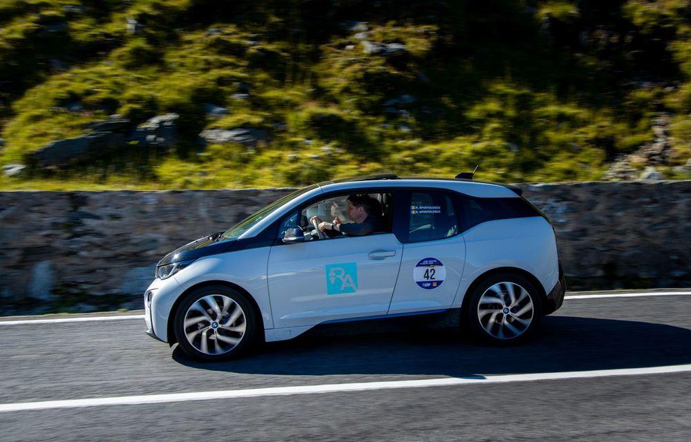 25 de echipaje au concurat în competiția dedicată mașinilor electrice la Transylvania Classic 2020: Alex Filip și Andreea Arsine au câștigat cu un Renault Zoe - Poza 2
