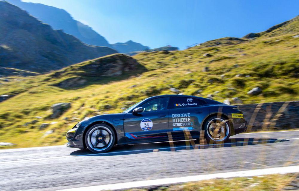 25 de echipaje au concurat în competiția dedicată mașinilor electrice la Transylvania Classic 2020: Alex Filip și Andreea Arsine au câștigat cu un Renault Zoe - Poza 5