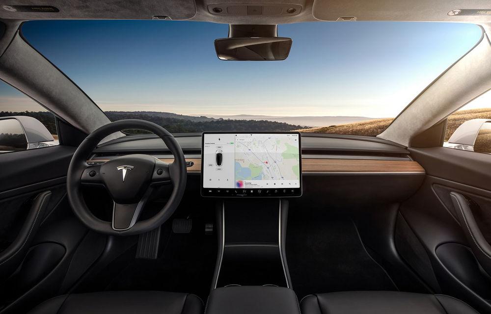 Tesla introduce un nou update software: mașinile vor recunoaște limitele de viteză de pe indicatoare - Poza 1