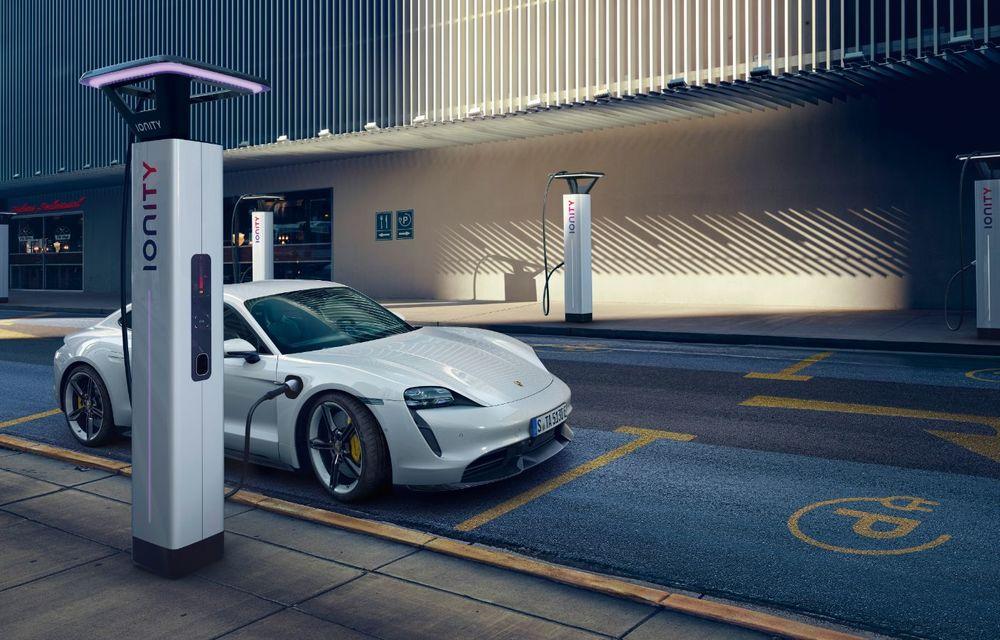 Facem cunoștință cu mașinile din #ElectricRomânia 2020: Porsche Taycan Turbo, cel mai puternic model din turul României cu 8 mașini electrice - Poza 12