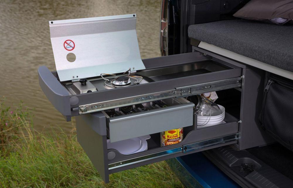 Volkswagen a prezentat noul Caddy California: camper van-ul are un pat cu arcuri cu o lungime de aproape 2 metri și o bucătărie de mici dimensiuni - Poza 14