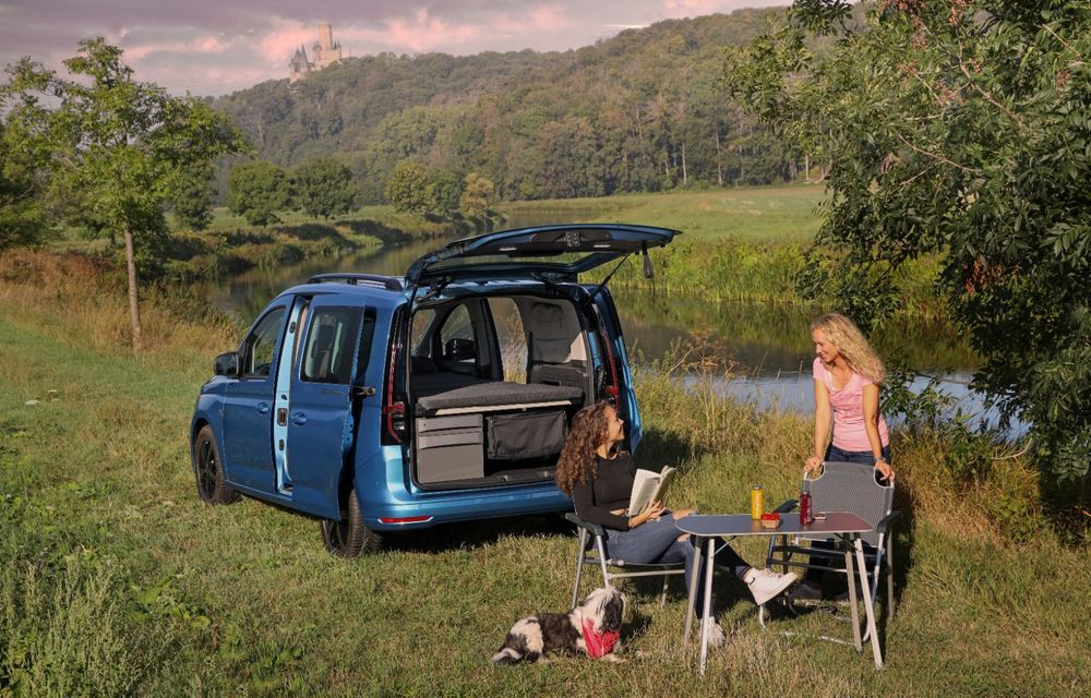 Volkswagen a prezentat noul Caddy California: camper van-ul are un pat cu arcuri cu o lungime de aproape 2 metri și o bucătărie de mici dimensiuni - Poza 10