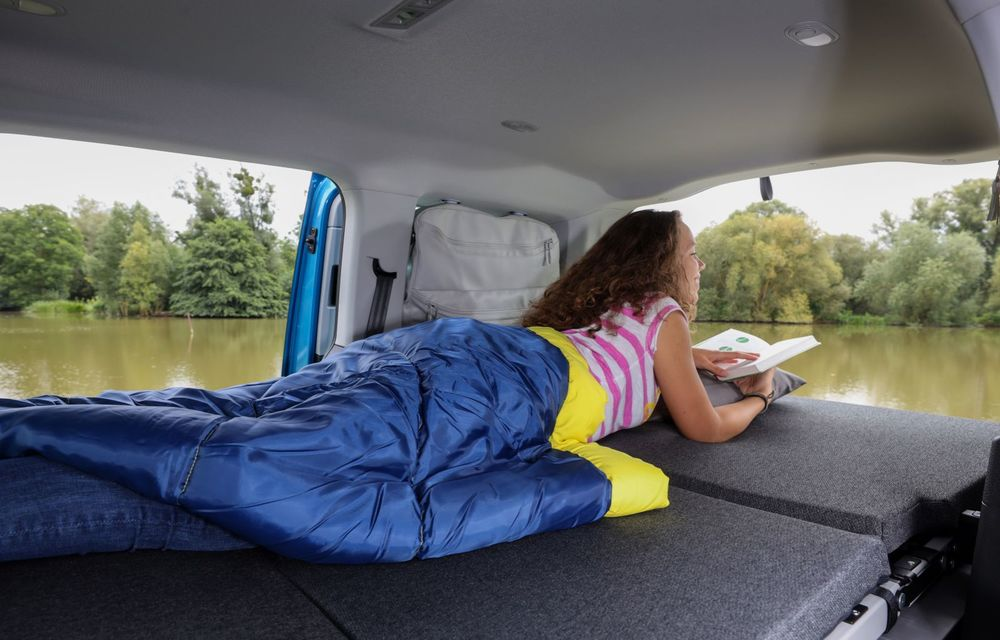 Volkswagen a prezentat noul Caddy California: camper van-ul are un pat cu arcuri cu o lungime de aproape 2 metri și o bucătărie de mici dimensiuni - Poza 19
