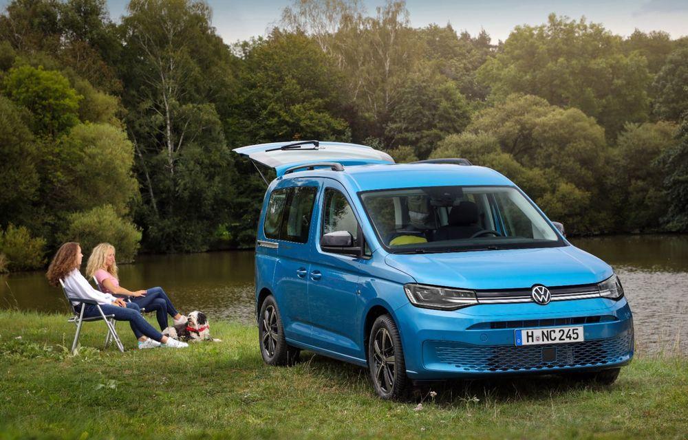 Volkswagen a prezentat noul Caddy California: camper van-ul are un pat cu arcuri cu o lungime de aproape 2 metri și o bucătărie de mici dimensiuni - Poza 8