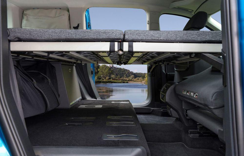 Volkswagen a prezentat noul Caddy California: camper van-ul are un pat cu arcuri cu o lungime de aproape 2 metri și o bucătărie de mici dimensiuni - Poza 21