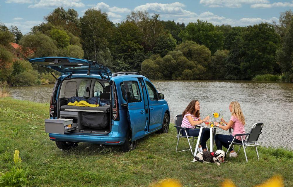 Volkswagen a prezentat noul Caddy California: camper van-ul are un pat cu arcuri cu o lungime de aproape 2 metri și o bucătărie de mici dimensiuni - Poza 7