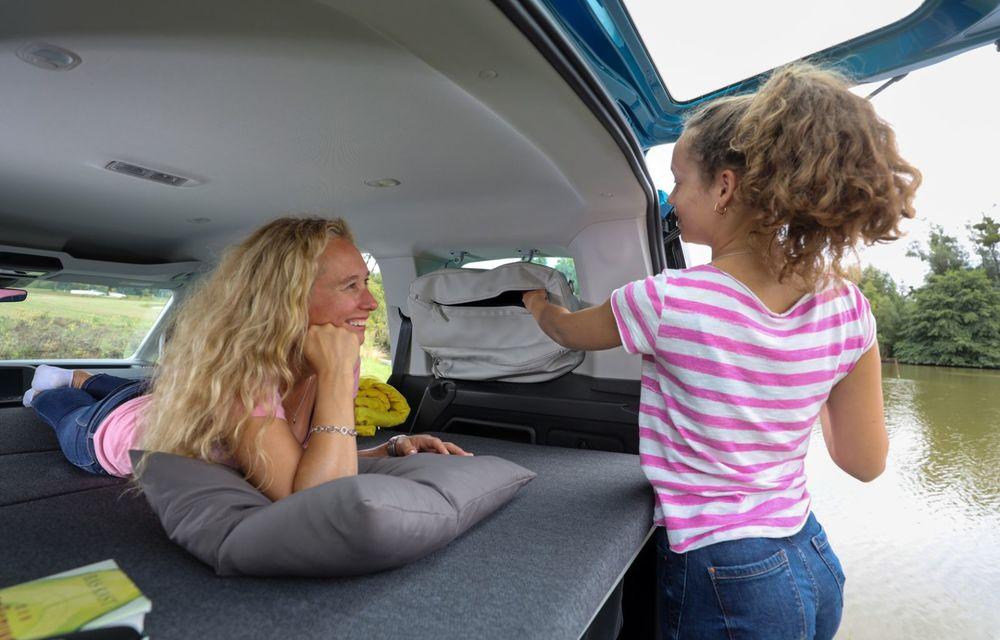 Volkswagen a prezentat noul Caddy California: camper van-ul are un pat cu arcuri cu o lungime de aproape 2 metri și o bucătărie de mici dimensiuni - Poza 15